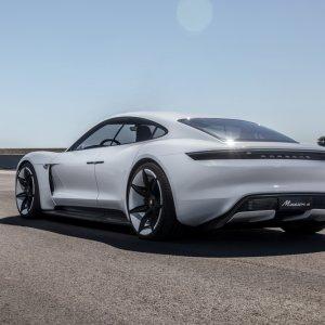 Porsche-Indulge-Magazine (3 of 4)