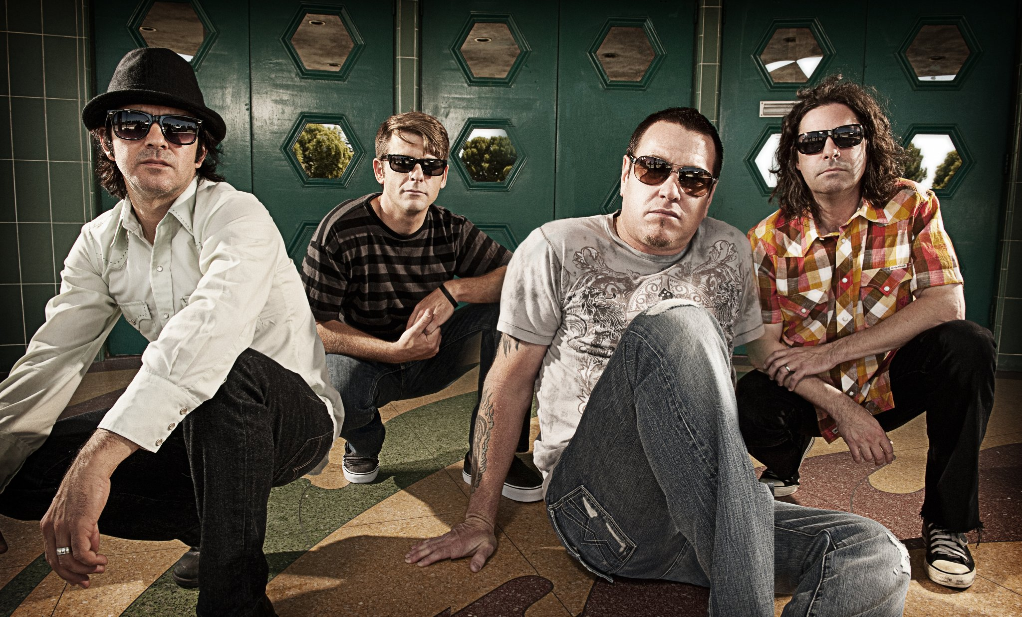 https://indulgemagazine.net/wp-content/uploads/2018/10/Smash-Mouth-IND-Mag.jpg